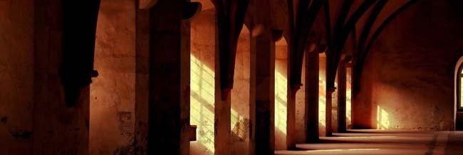 Gang in einem Kloster