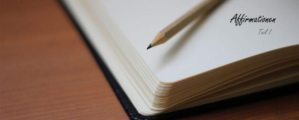 Niedergeschriebene Affirmationen in einem Notizbuch