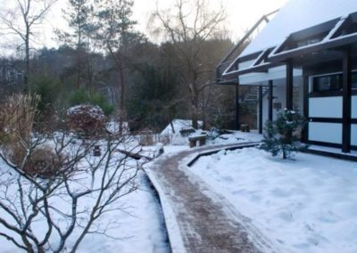 verschneiter Weg im Kloster Ryumon Ji